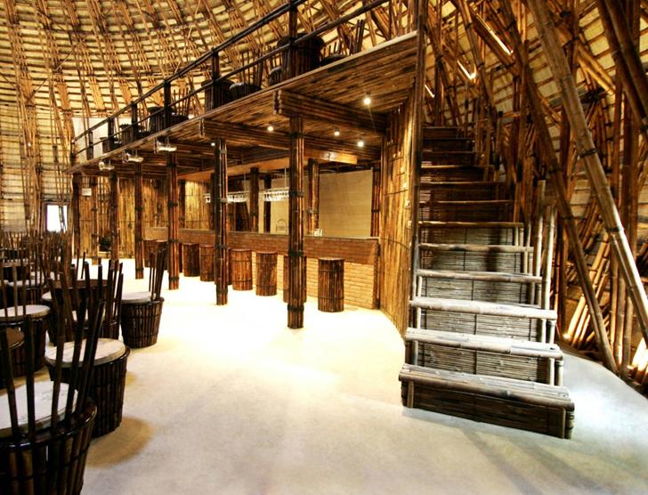 Здание бара из бамбука
