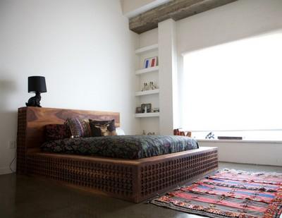 Деревянная резная кровать