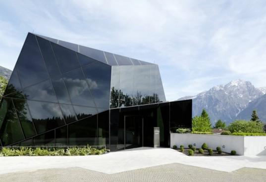 Здание-кристалл