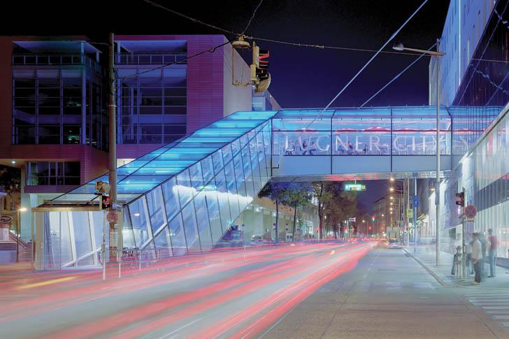 Стеклянный подвесной мост