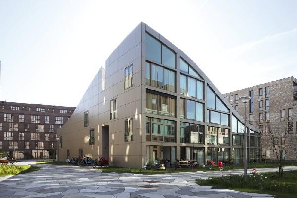 Здание, опровергающее законы геометрии