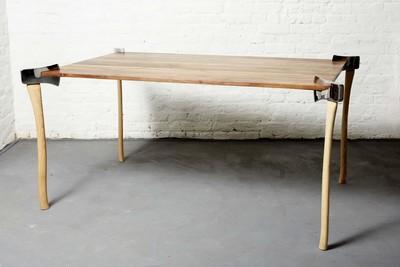 Журнальный стол из топоров